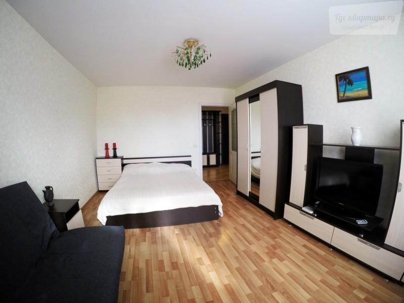 1-комнатная квартира на сутки за 1300, Совхозная улица, 1А в Ижевске: 55м2, 5 этаж